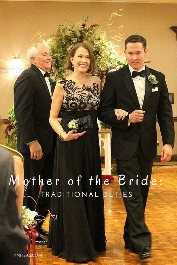 What are the traditional duties for the mother of the bride?